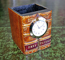 Square-Pen-Pot-with-Clock